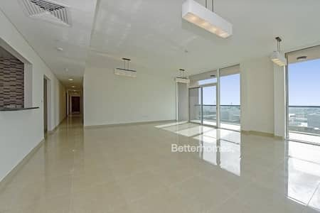 4 Bedrooms Apartment in  Al Marina
