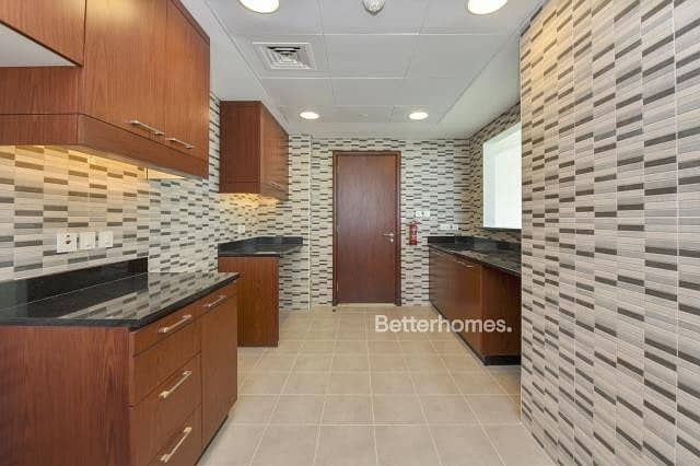 11 3 Bedrooms Apartment in  Al Marina