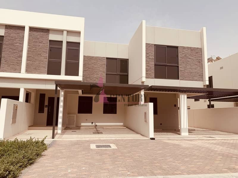 Spacious 4 BR+M Villa | Covered Parking