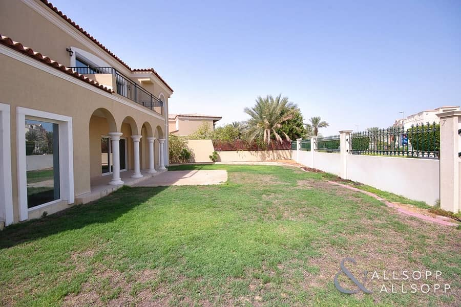 2 5 Bed Family Villa | Close To Pool & Gate
