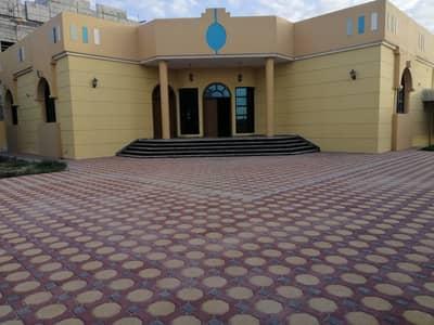 3 Bedroom Villa for Rent in Al Mizhar, Dubai - Super lux villa for rent in AL Mizhar (3bedroom +hall +majls +services block +garden)