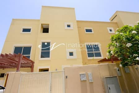 4 Bedroom Townhouse for Rent in Al Raha Gardens, Abu Dhabi - Ideal 4 BR Townhouse w/ Garden + Balcony