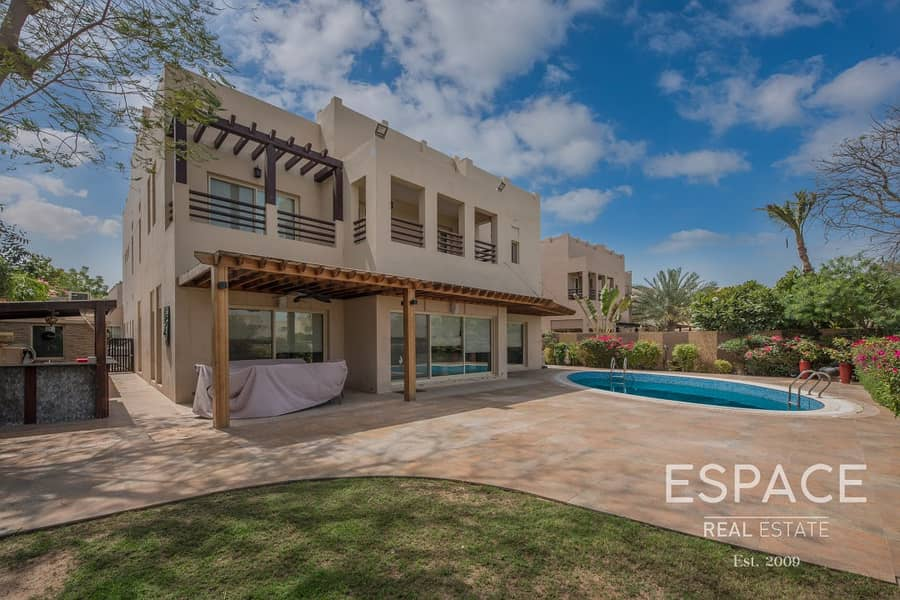 2 Fully Landscaped Garden and Private Pool