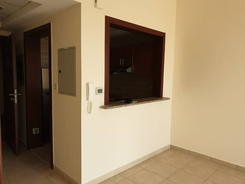 REDUCED PRICE IN 12 CHEQUES QASR SABAH 1B/ROOM WITH BALCONY