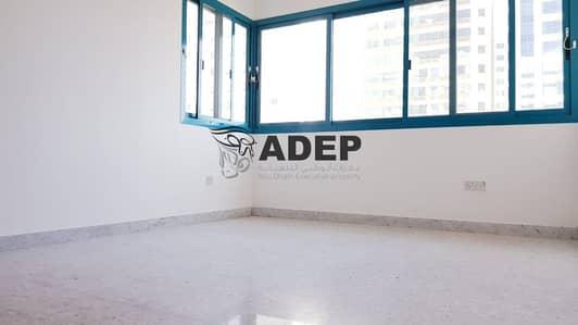شقة 2 غرفة نوم للايجار في الخالدية، أبوظبي - شقة في شارع الاستقلال الخالدية 2 غرف 55000 درهم - 4482258