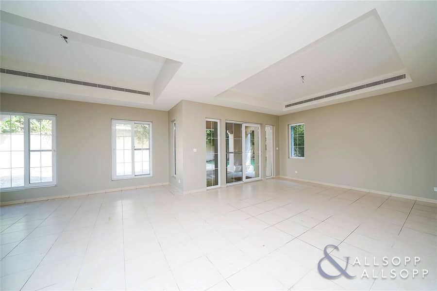 2 Vacant   4 Bedroom   Centrally Located