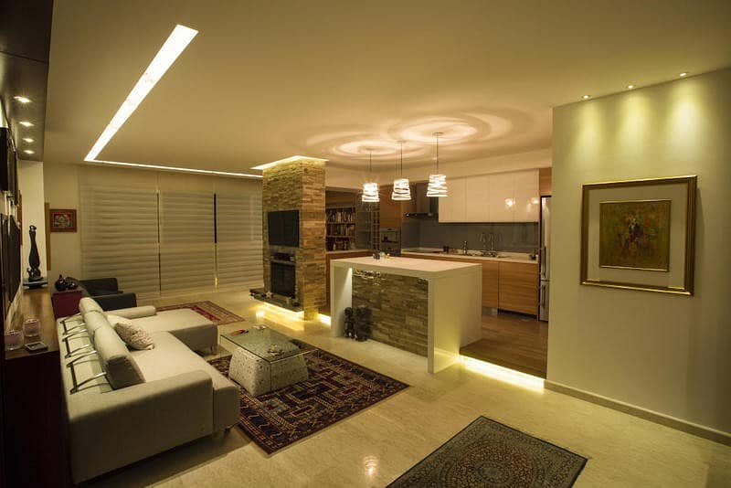 Sky villa 2000 feet ready to move in pay 170 thousand dirhams and 1% premium with the developer