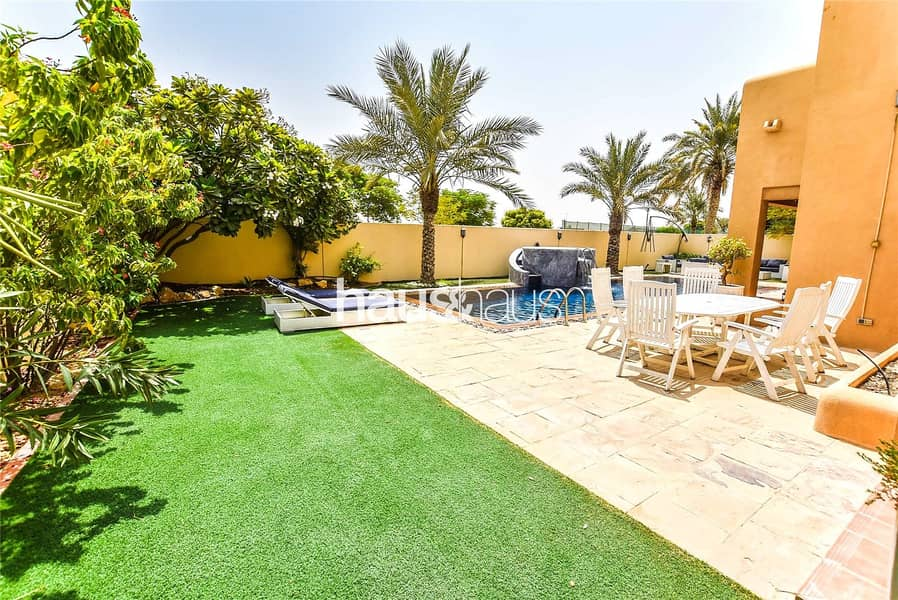 2 Type 17 | 5 bedrooms | Landscaped gardens and pool
