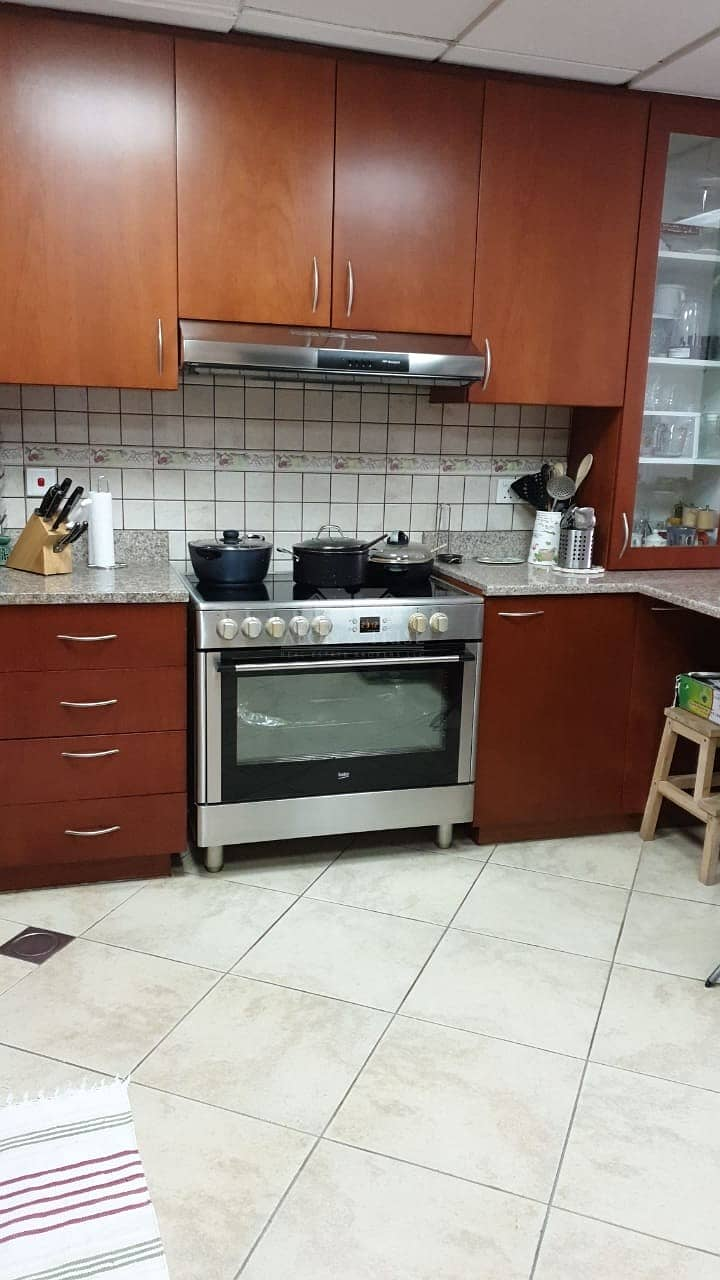 2 Cozy  3 Bed plus Maid Upgraded Motor City