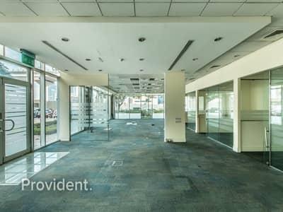 محل تجاري  للايجار في شارع الشيخ زايد، دبي - Extra Large Retail Space | Prime Location