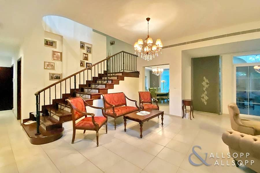 2 5 Bedrooms | Landscaped | Close To Parks