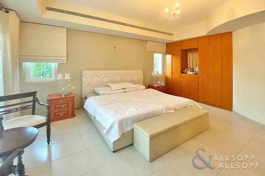 10 5 Bedrooms | Landscaped | Close To Parks