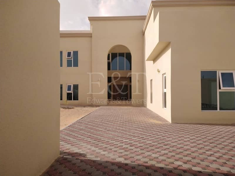 2 I Amazing Villa with Private Parking & Maid Room I
