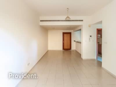 1 Bedroom Apartment for Sale in The Greens, Dubai - Vacant On Transfer | Extra Large with Courtyard