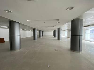معرض تجاري  للايجار في شارع الشيخ زايد، دبي - معرض تجاري في بناية دناتا شارع الشيخ زايد 1100000 درهم - 4483968