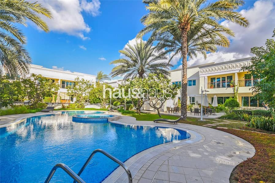 Jumeirah 1 | 5 Bed Plus Maids | Large Living Space