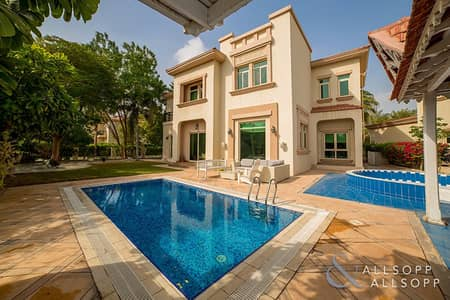 4 Bedroom Villa for Sale in Jumeirah Islands, Dubai - Entertainment Foyer   Large Plot   4 Beds