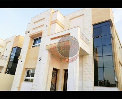 فیلا 5 غرف نوم للبيع في المويهات، عجمان - فيلا فخمة بواجهة حجرية مميزة - 5 غرف نوم ماستر - مقابل المسجد
