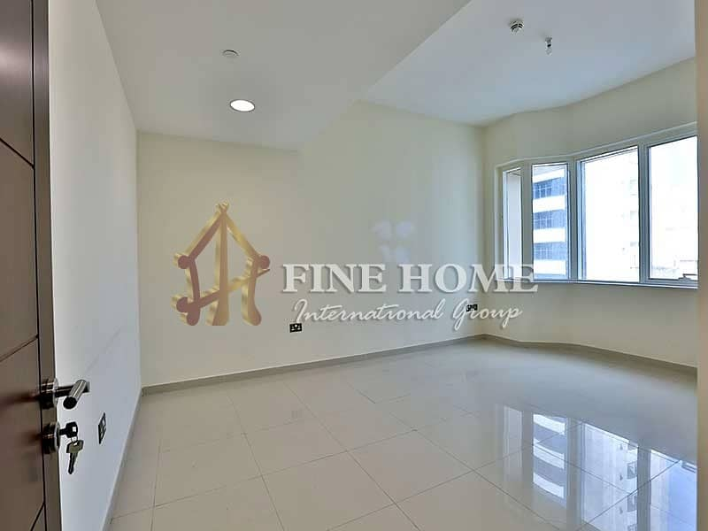 Visually Stunning 2BR Apartment with Balcony !