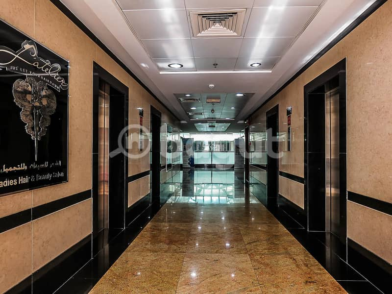 محل تجاري في بناية كوجاك موتور سيتي 56529 درهم - 4417665