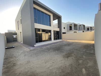 Corner 5BR Luxurious Villa Available for Rent