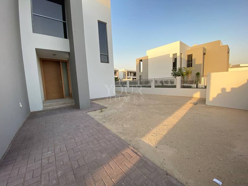 17 Corner 5BR Luxurious Villa Available for Rent