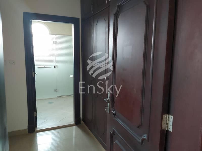 2 Ideal Location|Specious Corner Villa|Close to Market