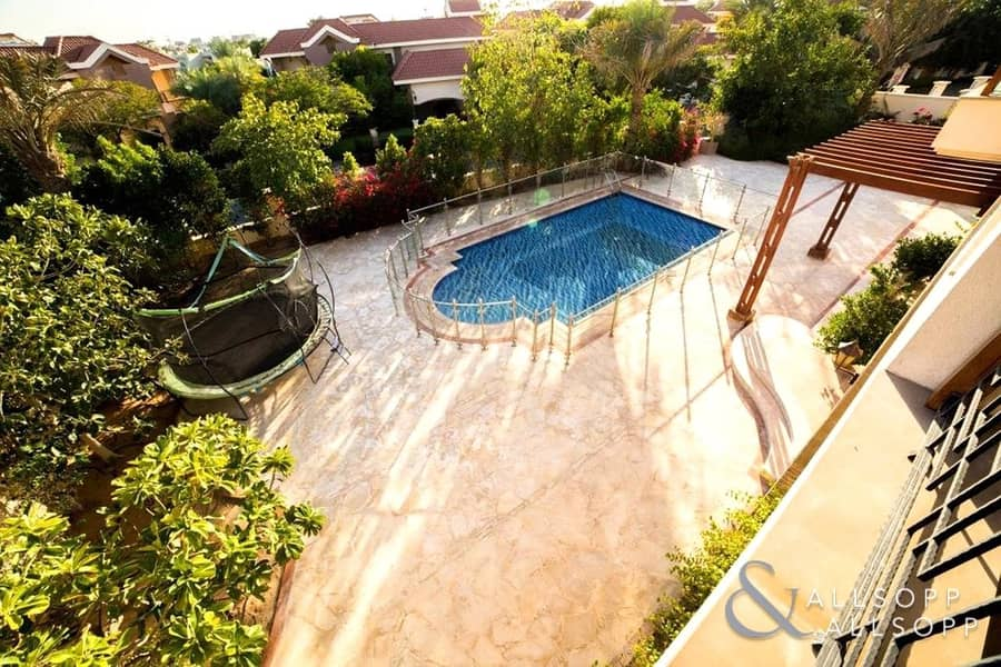 10 5 Bed Mansions | Large Plot | Private Pool