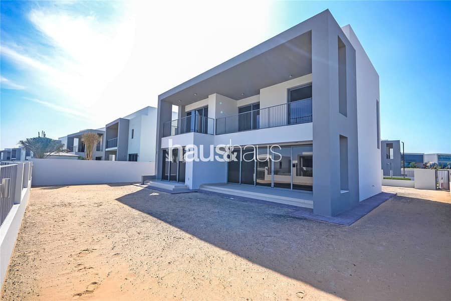 2 Best located 5 bed on the market | Backing pool