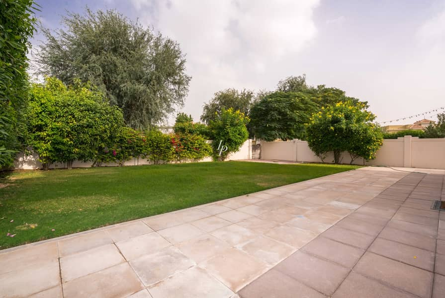 2 Immaculately Maintained Villa Charming Garden