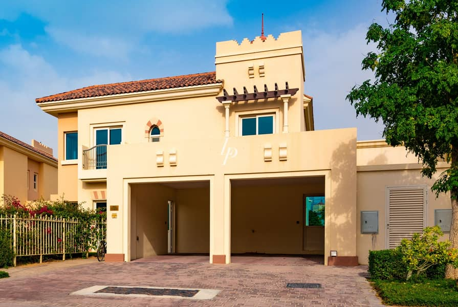 21 Immaculately Maintained Villa Charming Garden