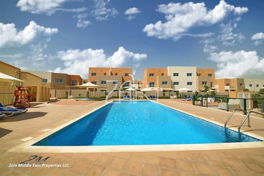 Single Row! Vacant 3 BR Villa with Private Garden