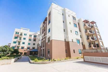 فلیٹ 1 غرفة نوم للايجار في الغدیر، أبوظبي - Sophisticated 1 BR Apartment with Balcony In Al Ghadeer