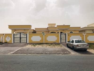فیلا 4 غرف نوم للايجار في الجرف، عجمان - للايجار فيلا طابق ارضي  مع ملحق  بمنطقة الجرف  عجمان  شارع قار