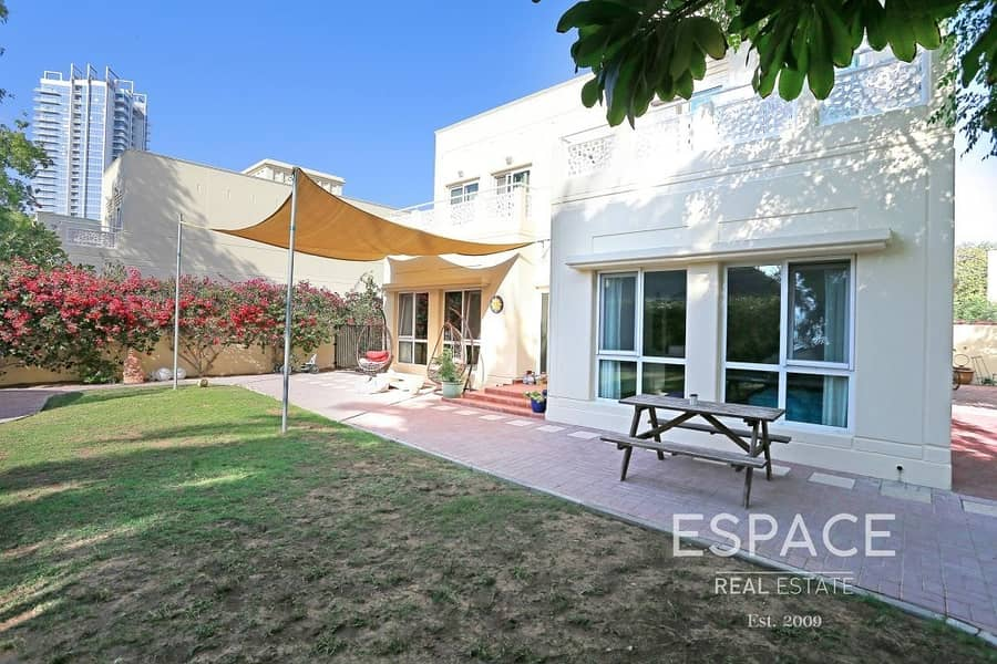 Well Maintained and Spacious 5 Bed Villa in Meadows 1