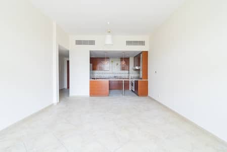 Bright & Spacious 2BR with community view /Renting