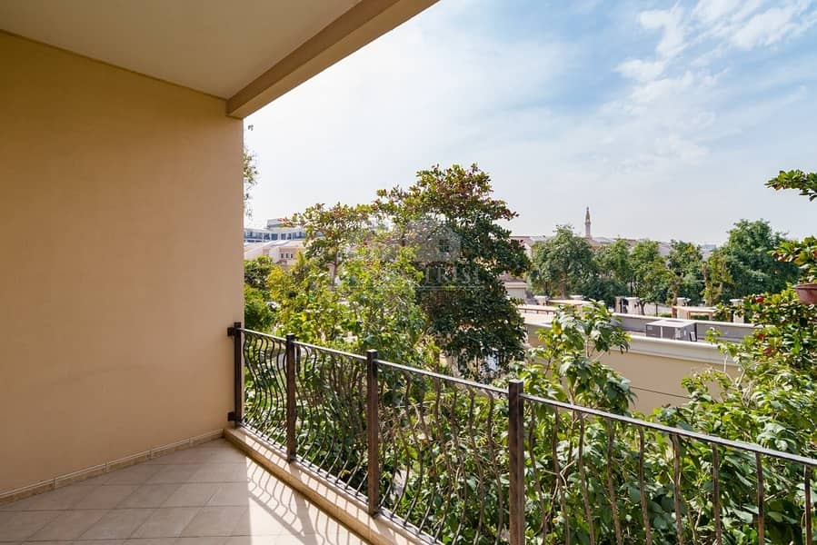 12 Bright & Spacious 2BR with community view /Renting