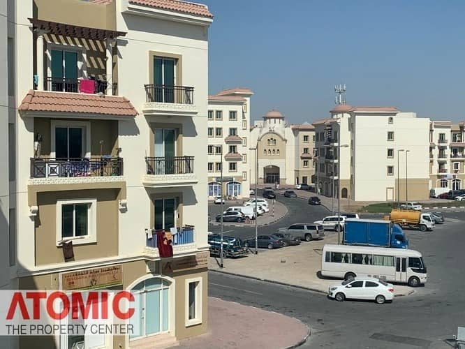 CORNER SHOP IN VERY GOOD LOCATION IN GREECE CLUSTER FOR RENT