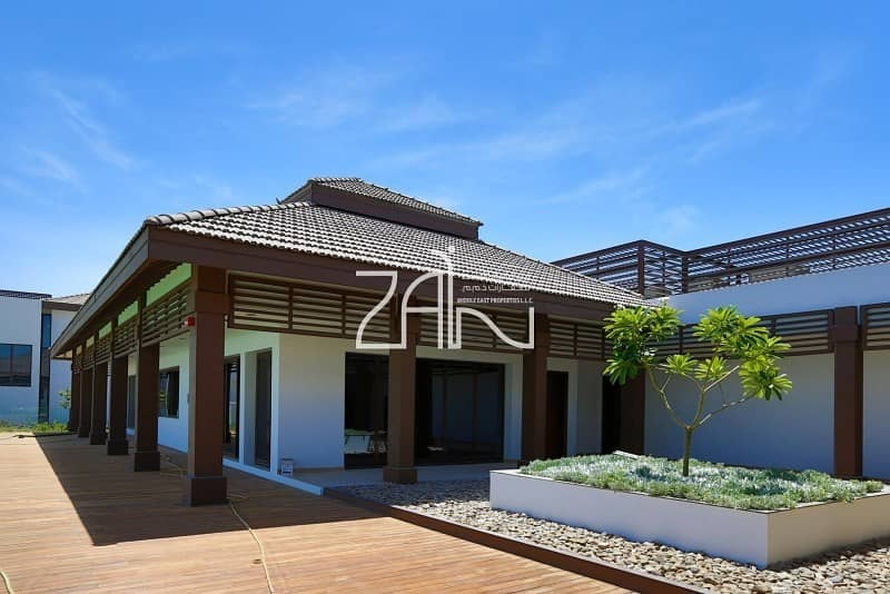 18 Well Maintained Beachfront 5 BR Villa with Garden