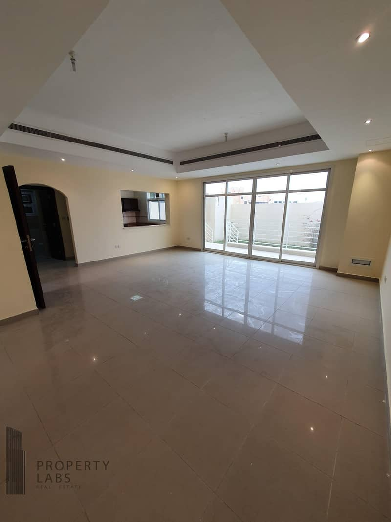 Spacious 1 Bedroom Apartment with private garden!