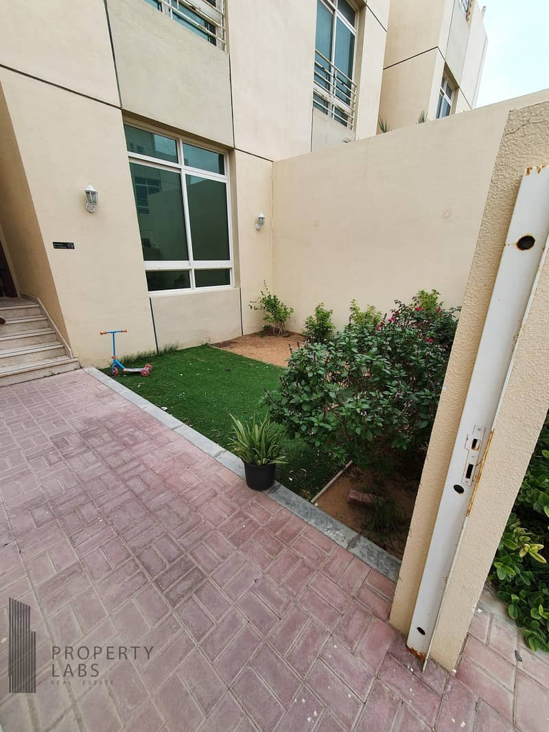 10 Spacious 1 Bedroom Apartment with private garden!