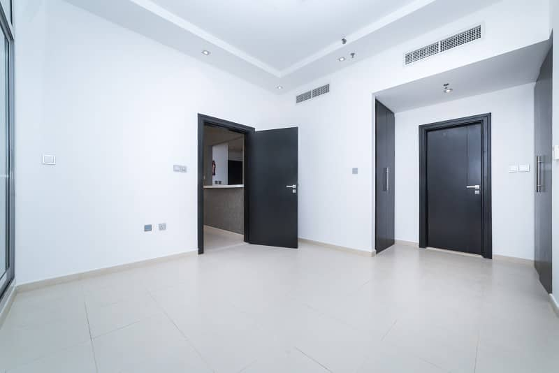 Beautiful Large 1 Bed In Skyview Tower | Mid Floor