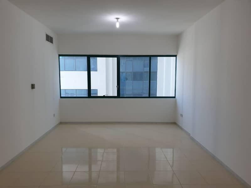 شقة في شارع النجدة 2 غرف 58000 درهم - 4493727