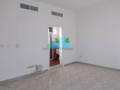 شقة 2 غرفة نوم للايجار في شارع الفلاح، أبوظبي - 2 master Bedrooms plus include water electricity