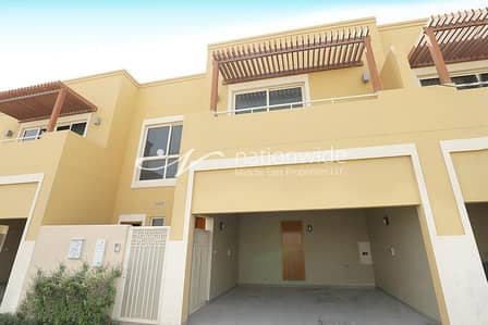 3 Bedroom Townhouse for Rent in Al Raha Gardens, Abu Dhabi - Magnificent 3 BR Townhouse w/ Balcony In Hemeim