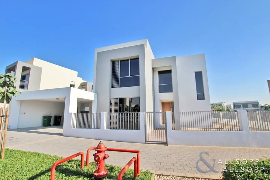 2 Large 5 Bed | Best Location | Backing Park