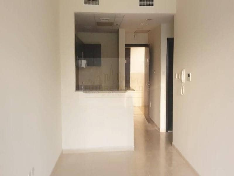 37k in 4  Cheques | Beautuful | Huge | 1BR | Mazaya 10A | Vacant