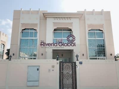 فيلا تجارية 5 غرف نوم للايجار في جميرا، دبي - Commercial Residential Villa 5 Bedroom - Main Road view in Jumeriah