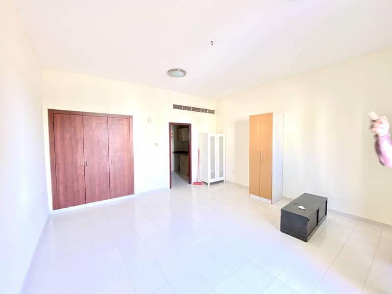 شقة في الحي اليوناني المدينة العالمية 20000 درهم - 4497918