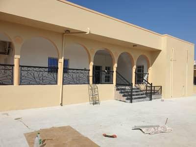 For rent ground floor villa with supervisor 8 bedrooms